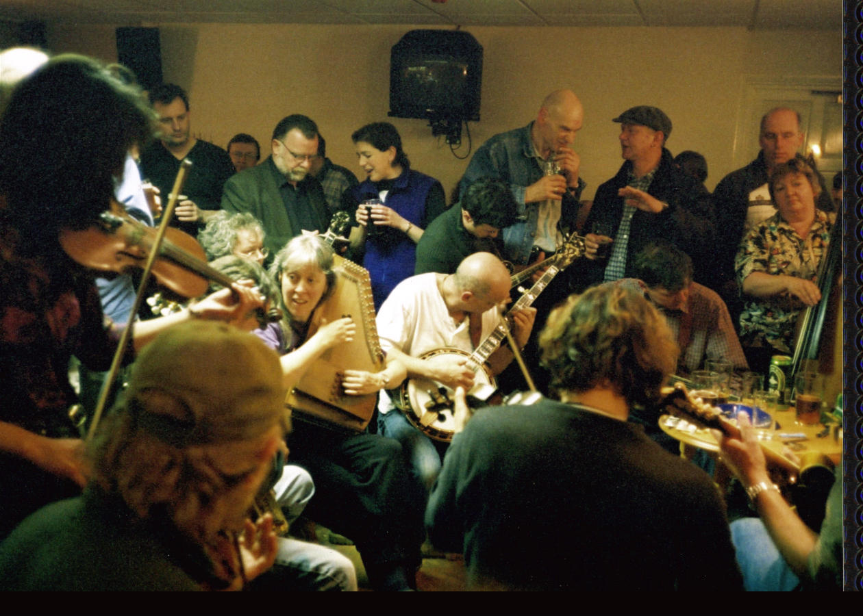 2002: Jamming and conversation in the pub at Sore Fingers Summer School, Kingham, England. (photo by Anne Richardson)